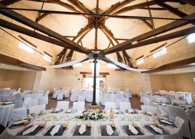 Salle poutres authentiques pour mariage loir et cher