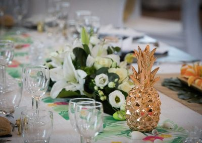 Décoration table mariage ananas